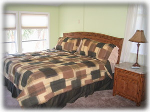 Bedroom w/ King bed