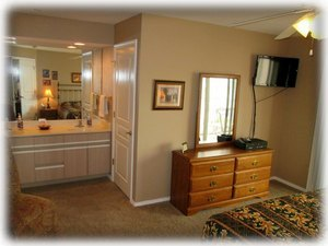 Master bedroom- dual sinks separate from the stool & jetted tub.