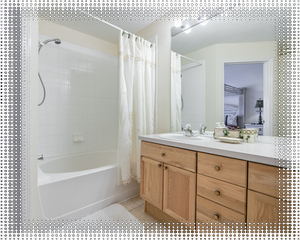 Master en-suite with tub