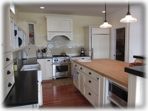 Kitchen - gorgeous with everything you need!