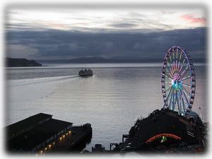 Amazing at dusk - watch the Seattle Great Wheel light up!