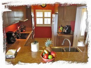 Gourmet kitchen - a fresh fruit basket will great our guests